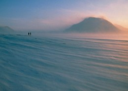 """Wind-driven snow drifts across the Paulabreen glacier on Spitsbergen, the Norwegian island in the Svalbard Archipelago on the edge of the Arctic Ocean. Winds in polar regions whip up loose snow particles to form """"drift"""" which, in severe cases, can obscure horizons & landmarks, reducing visibility to a few metres."""